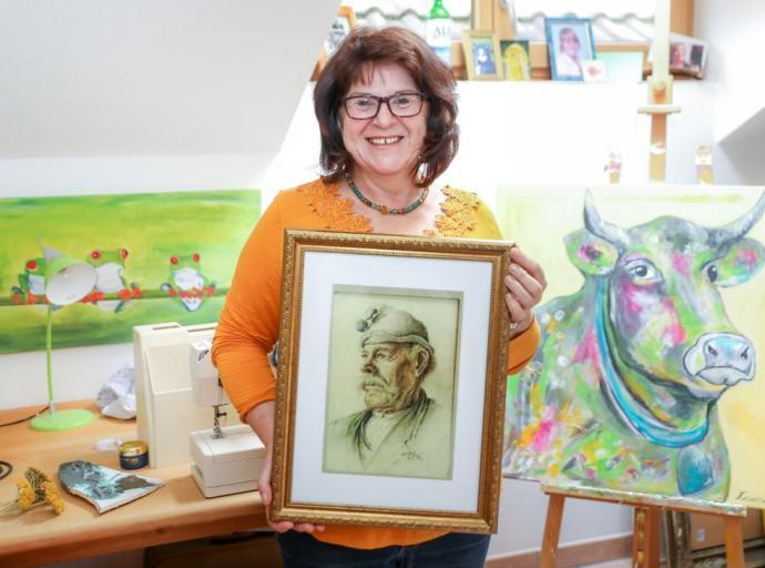 Evi Mayr aus Uffing organisiert Ausstellung über Porträtzeichner und Kunstprofessor Max Hoy